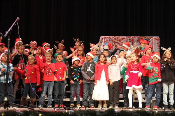 Elementary students perform Christmas songs.
